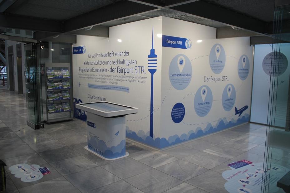 Beklebung von innen im Fairportpavillion Flughafen Stuttgart